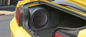 Сабвуфер в автомобиле Форд Мустанг